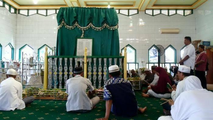 images 38 - Kadinkes Banjar Tanggapi Dibukanya Makam Datuk Kalampayan