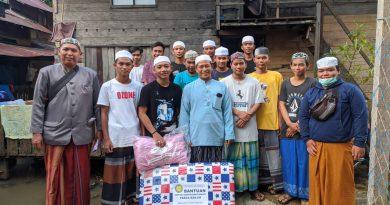 IMG 20210216 WA0072 390x205 - Ponpes Darussalam 'Turun' Langsung Distribusikan Bantuan Untuk Santri Korban Banjir
