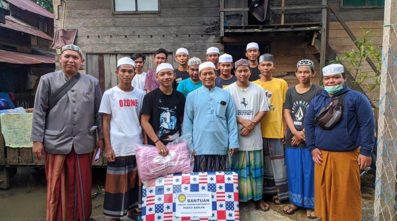 IMG 20210216 WA0072 800x445 - Ponpes Darussalam 'Turun' Langsung Distribusikan Bantuan Untuk Santri Korban Banjir