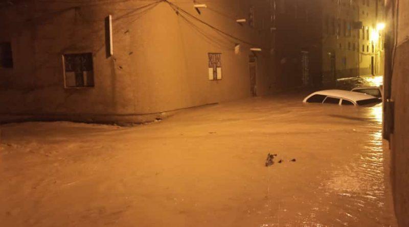 393376371 800x445 - Hadhramaut Diterjang Banjir Bandang, Beberapa Warga Tewas