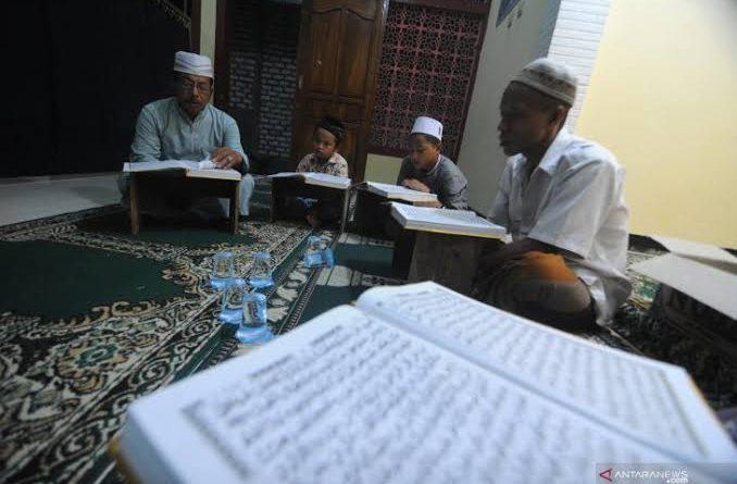 images 2021 05 02T064452.037 678x445 - Tadarus Al Qur'an, Tradisi Muslim Banua Banjar