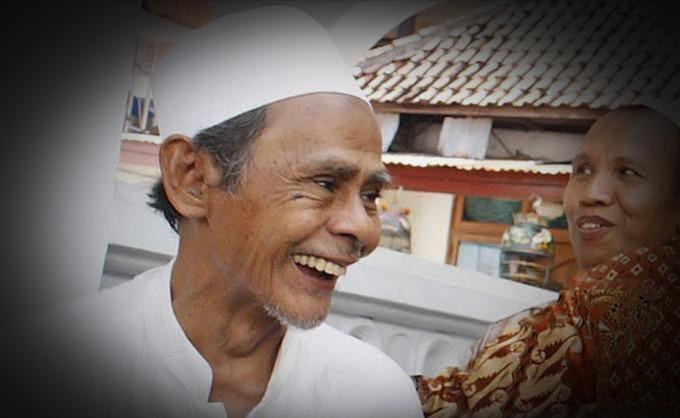 images 2021 06 14T131328.300 1 - Kisah Unik KH Nawawi Abdul Djalil, Lupa Bawa Pulang Mobil